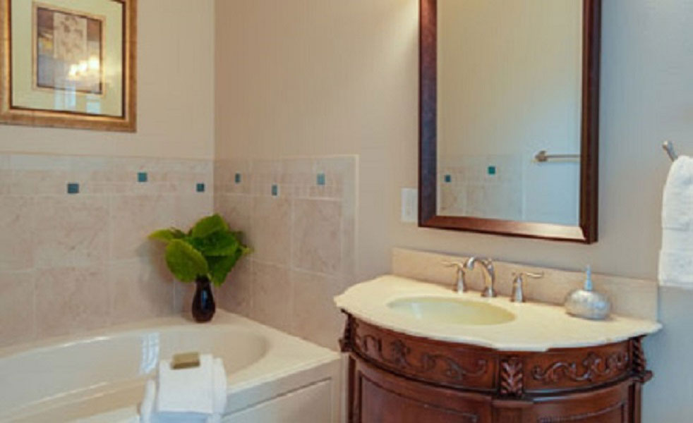 bathroom in the Caribbean Breeze room