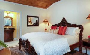 bedroom in the in the Golden Mango room